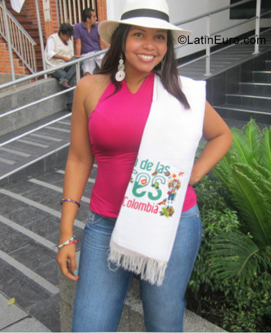 Date this good-looking Colombia girl Alma from Bucaramanga CO19752